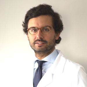 Dr. Álvaro Velázquez Villoria