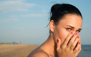 ¿Cómo evitar los ojos rojos en verano?